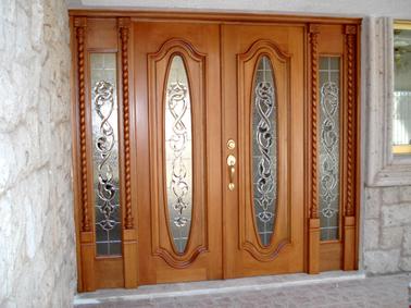 Muebles en madera puertas en madera for Puertas principales de madera modelos