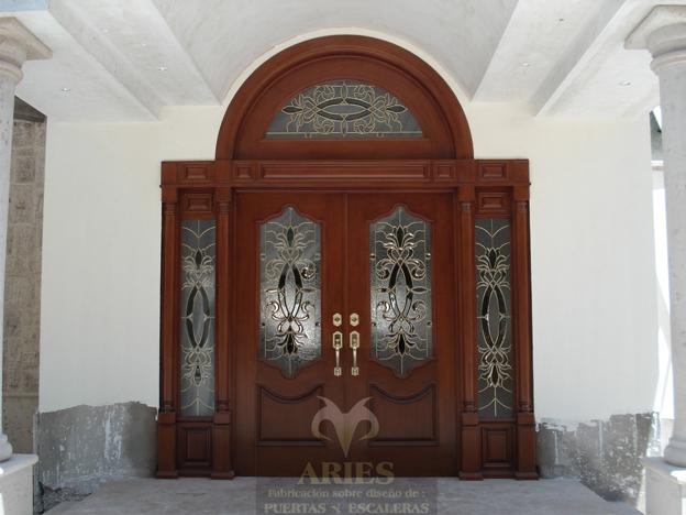 Puertas principales en madera car interior design for Puertas principales rusticas madera