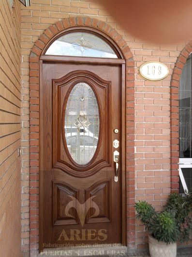 Puertas de madera en torre n puertas de madera en la for Disenos de puertas en madera y vidrio